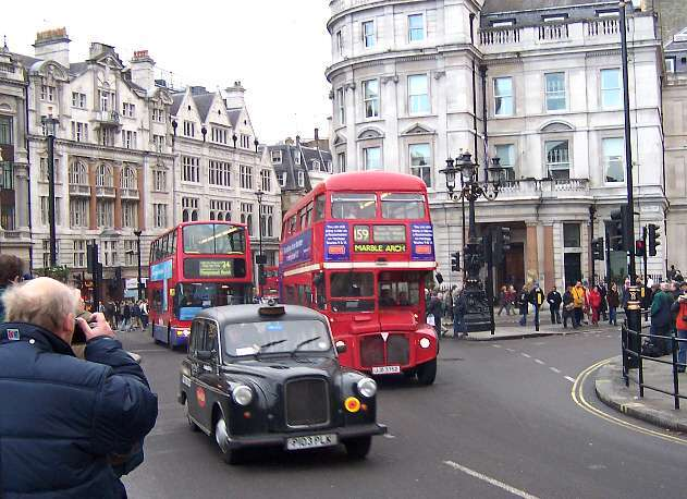 RML2375 at Trafalgar Square