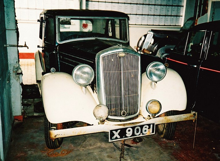 An old Wolseley in Colombo